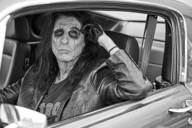 """Alice Cooper celebrates her birthday with the release of the single """"Social Debris"""""""